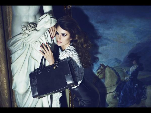 Campagne-ete-2013-Loewe-Photographe-Mert-Alas-et-Marcus-Piggot-Mannequin-Penelope-Cruz_reference