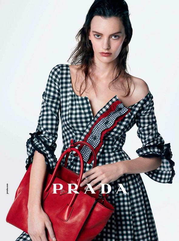1-Prada-Femme-FW-Hiver-2013-Pub-Ad